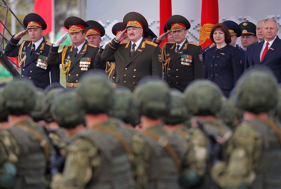 Белоруссия, наоборот, храбрится, даже провели всей страной субботник. И парад Победы. Фото: REUTERS