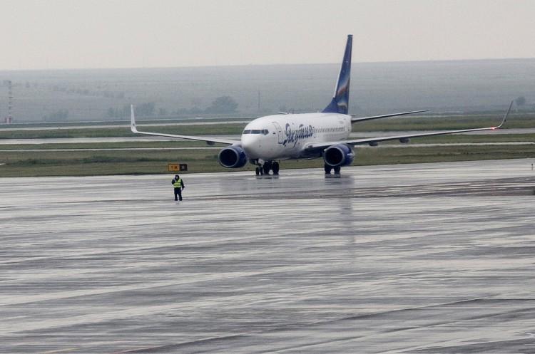В Волгограде самолет дезинфицировать не будут: ему еще везти рабочих в Астрахань.