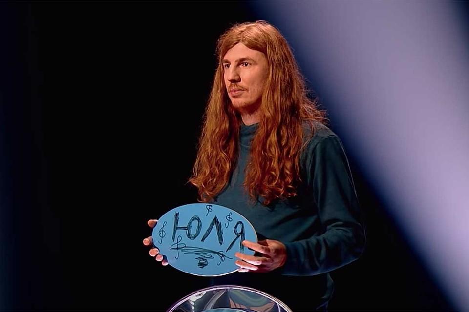 Эксцентричный тамада Денис на съемках телешоу.
