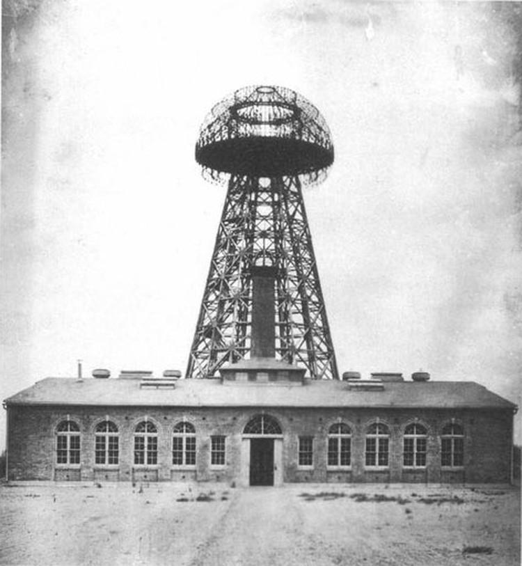 """Башня Ворденклиф (""""Башня Теслы"""") на фото 1904 года."""
