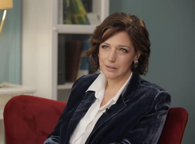 "Викторина - искусствовед, ведет программу на канале ""Культура"". Фото: кадр видео."