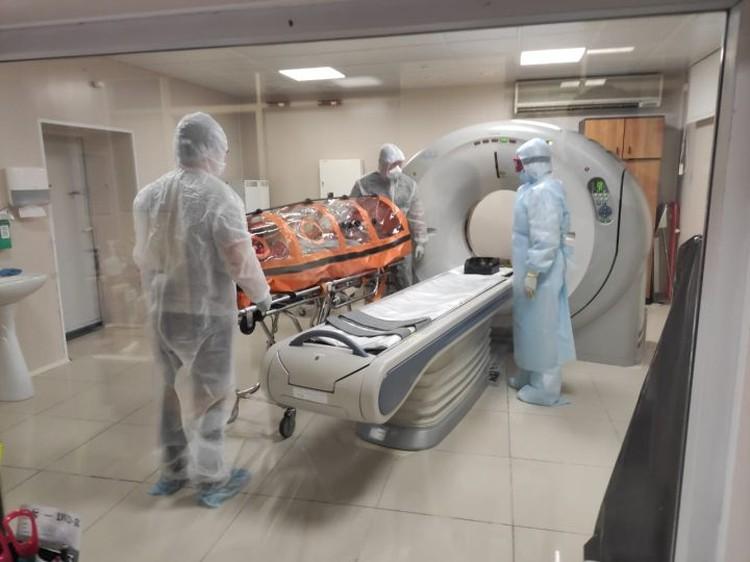 В подобных оранжевых боксах пациентов с COVID-19 возят на компьютерную томографию. Фото: пресс-служба Городской клинической больницы №40 Екатеринбурга