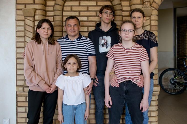 Супруги Закировы воспитывают четверых детей!