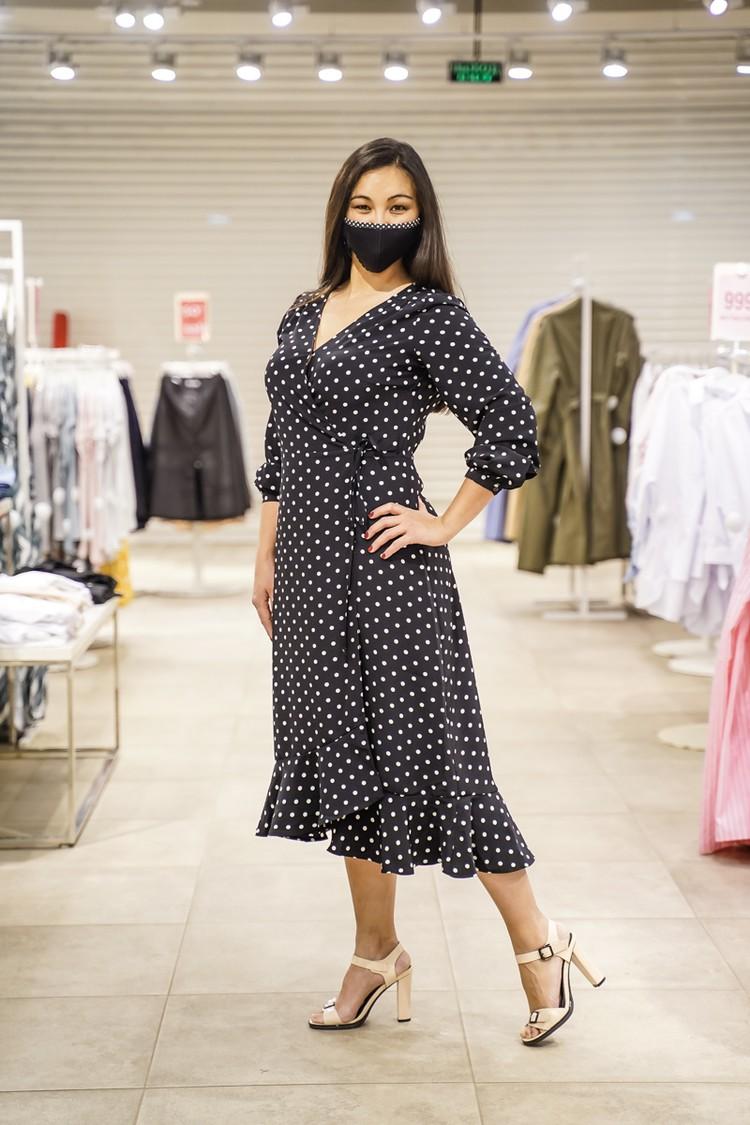 А лучше всего лишние килограммы скроет платье-халат!
