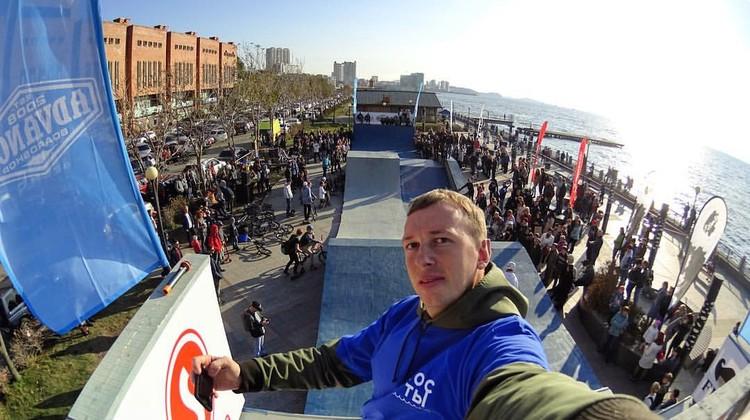 Денис Горбунов, помимо успешного бизнеса, активно развивает экстремальный спорт во Владивостоке, устраивая всевозможные фестивали и поддерживая субкультуры