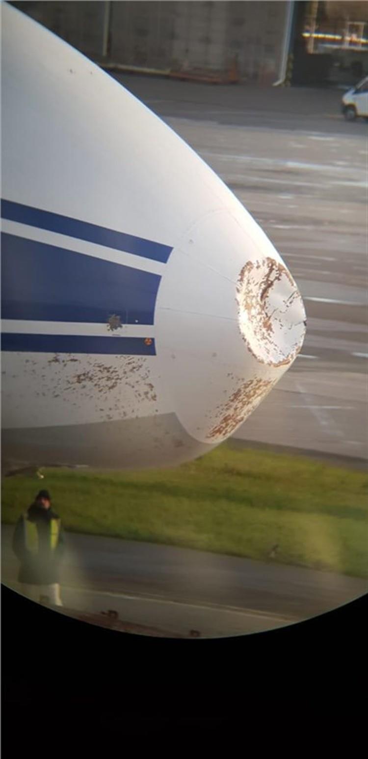 От удара повредился нос судна. Фото: Александр ПРИБЫЛОВ.