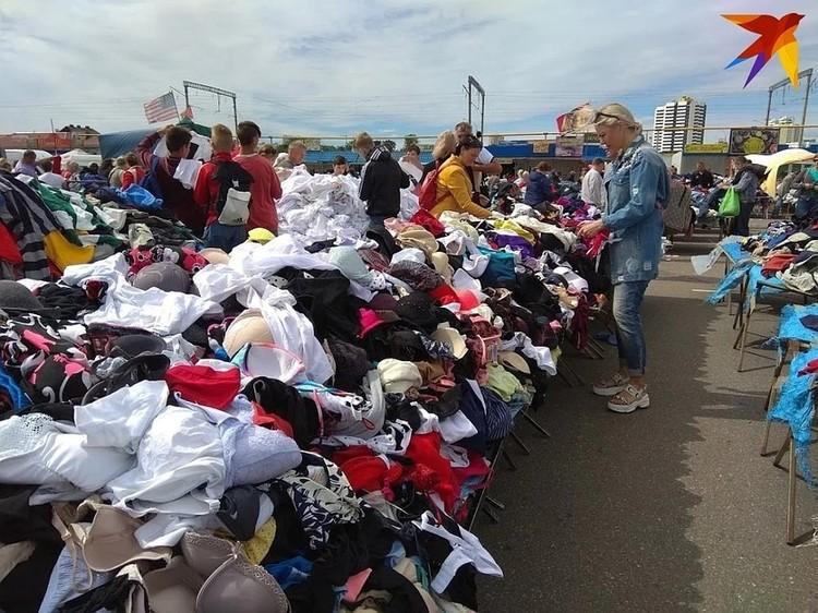 Продавцы на Ждановичах говорят, что раньше и половина вещей могла быть с этикетками под видом секонда, а сейчас - максимум одна на партию.
