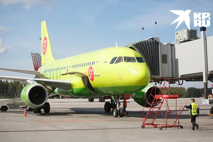 На первое место по объему пассажирских перевозок вышла «Сибирь» (S7) - оттеснив «Аэрофлот — российские авиалинии» на второе