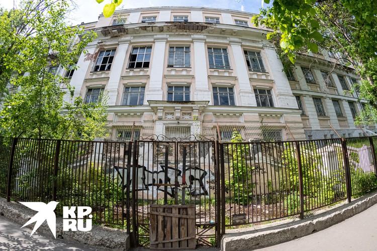 Четвертый этаж надстроили в советское время