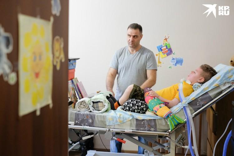 У Езекянов сложилось двойственное впечатление: с одной стороны, государство хочет им помочь, а с другой – подвергнуть здоровье малыша риску