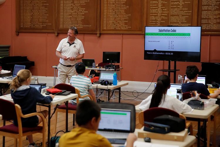 Британские школьники на уроке программирования.