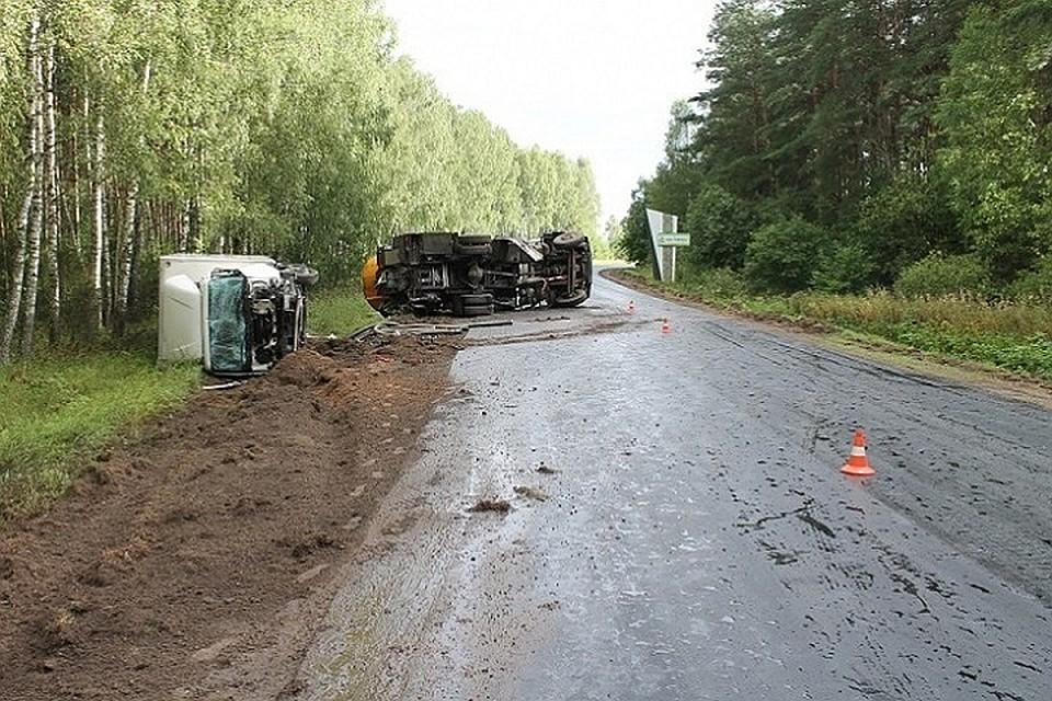 Работники ДРСУ оставили на участке разлитый битум и не перегородили движение. Фото: УСК по Гродненской области.