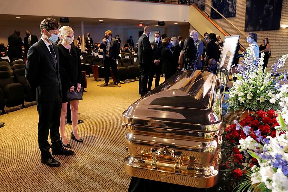 Мэр Миннеаполиса Джейкоб Фрей на церемонии прощания с Джорджем Флойдом Фото: REUTERS