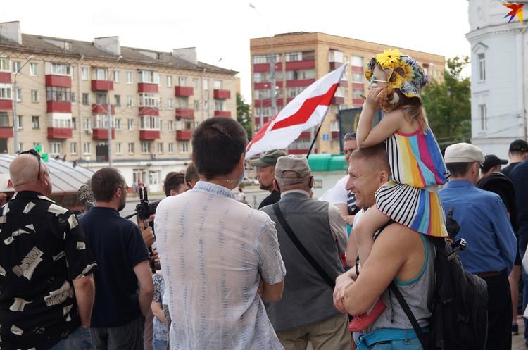 Многие приходили на пикеты семьями