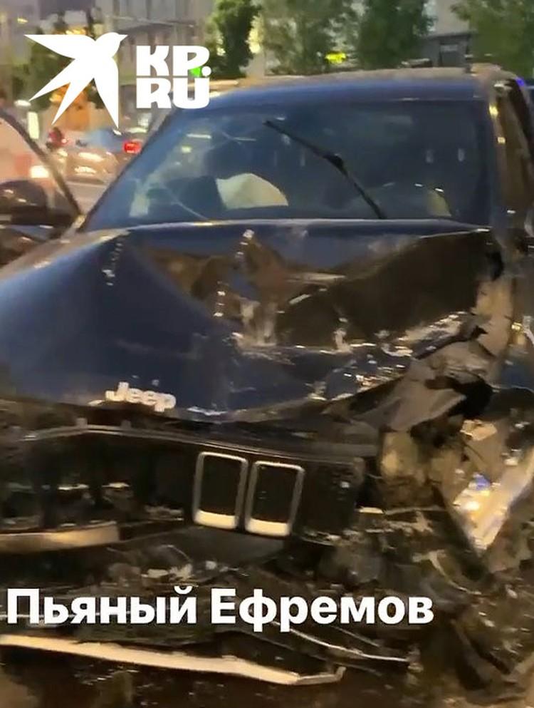 Повреждения автомобиля, за рулем которого находился пьяный актер.