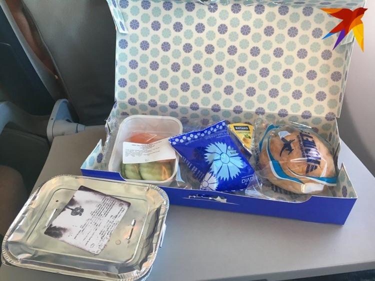 Снять маску на борту самолета можно будет только во время еды.
