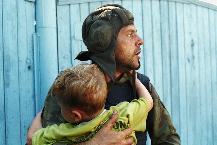 25 лет назад случился один из самых жутких терактов в истории России — захват больницы в Буденновске. Фото Сергея Величкина и Николая Малышева /ТАСС