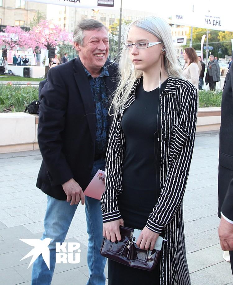 Ефремов содержал бывшую жену Ксению Качалину и их общую дочь 19-летнюю Анну-Марию