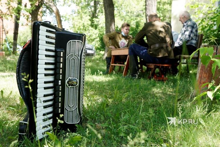 Во времена Великой Отечественной войны самым доступным музыкальным инструментом для солдат был аккордеон.