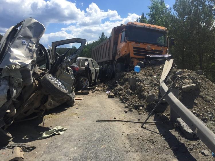 Очевидцы делятся в соцсетях кадрами с места аварии. Фото: vk.com/«Трасса М5 Уфа — Челябинск», Ринат Сагадиев