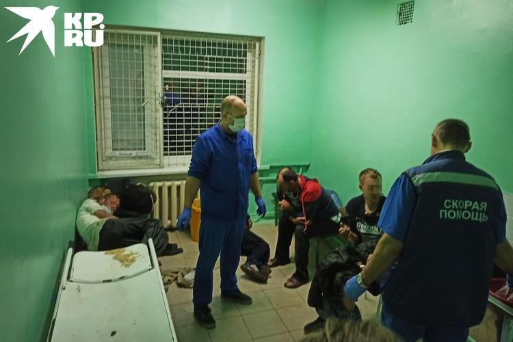 В «вытрезвитель» при больнице поступает много людей.