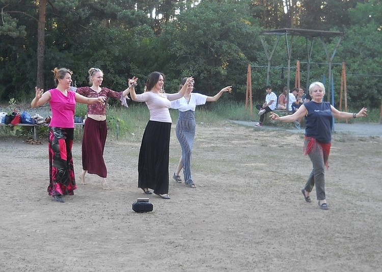 Индийские танцы в моде