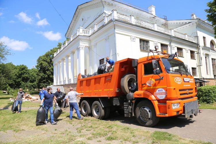 Во время субботника 20 июня в Орле вывезли более 400 кубометров мусора. Фото: пресс-служба губернатора Орловской области