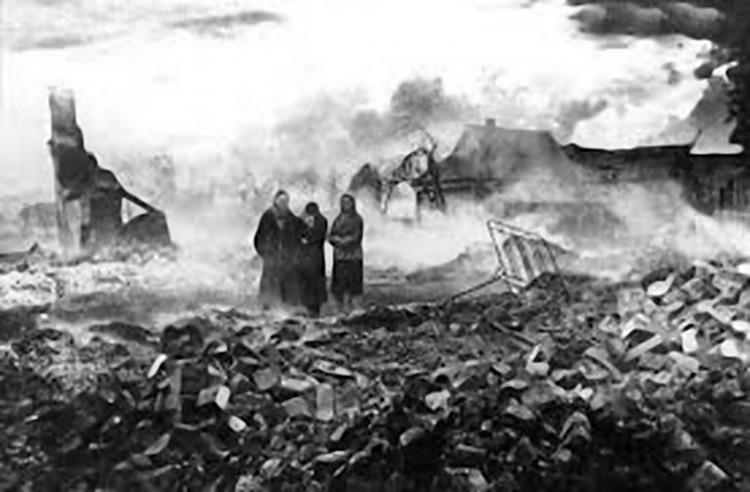 Корюковку сожгли дотла... Фото из семейного архива Тихоновских