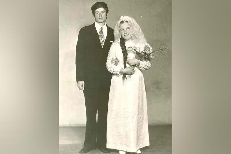 Этот снимок Брыляковы, как и многие в то время, сделали после свадьбы в фотоателье. Фото: предоставлено героем публикации