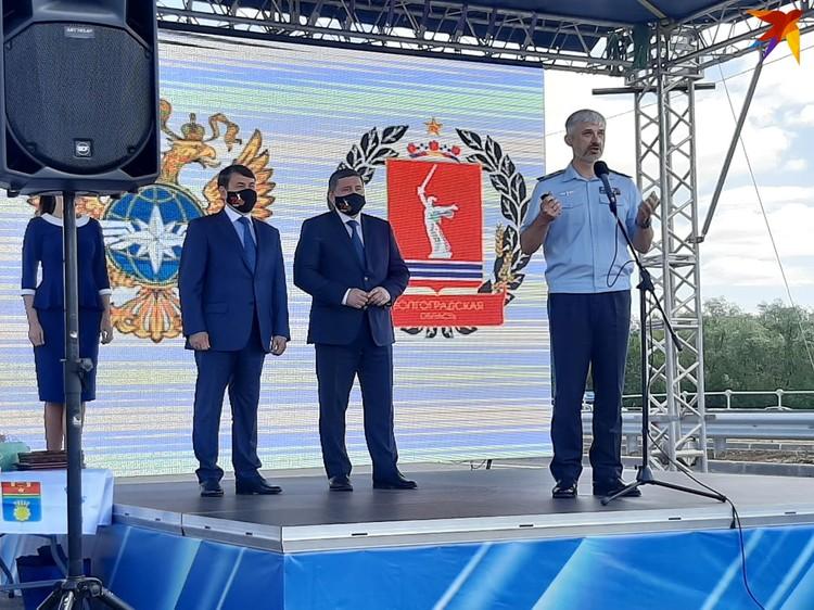 Уже третий министр транспорта прилетает в Волгоград на открытие очередной очереди этого мостового комплекса.