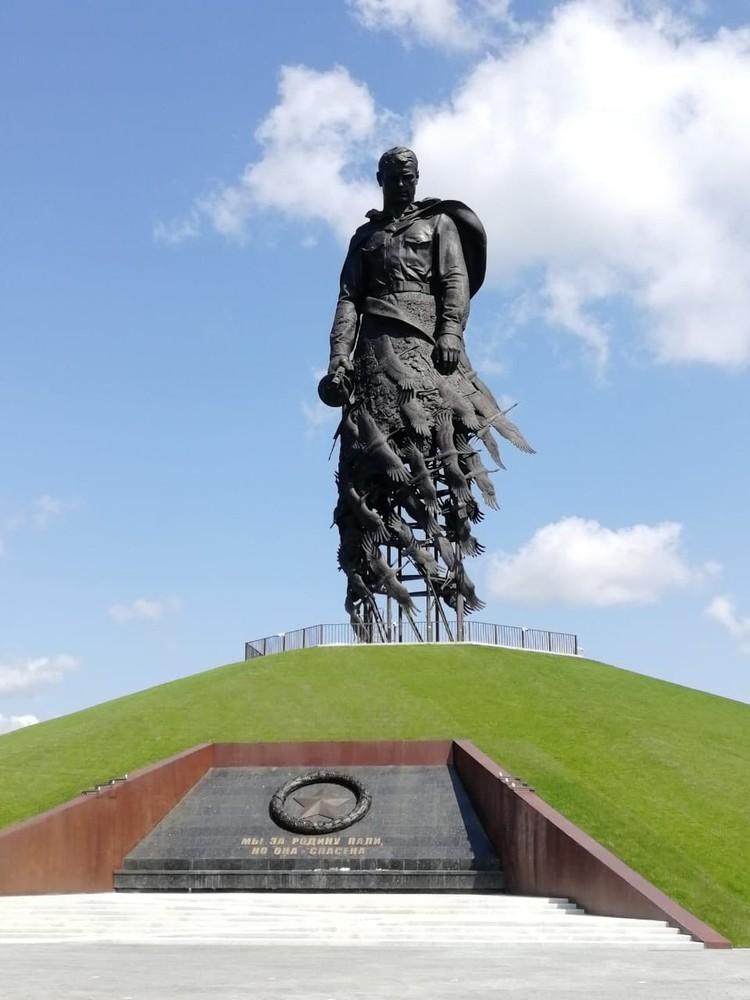 """Центром мемориала станет 25-метровая фигура солдата на высоком насыпном холме. Фото ВК """"РЖЕВГРАД Ржев в твоем сердце""""."""
