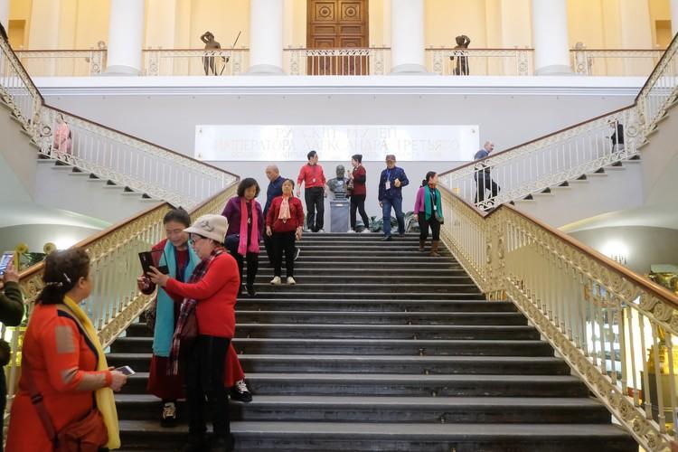 Экскурсии в музеях будут проводить по пять человек.
