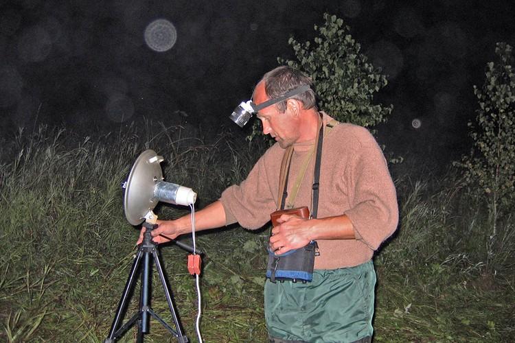 Участник уфологической экспедиции за работой, Пермская область, 2006 г.