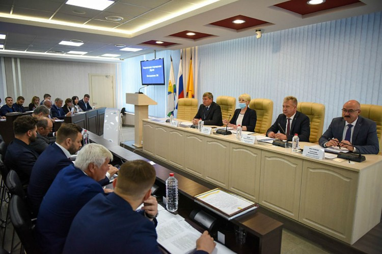 Заседание Гордумы. Фото: duma.mo-kirov.ru