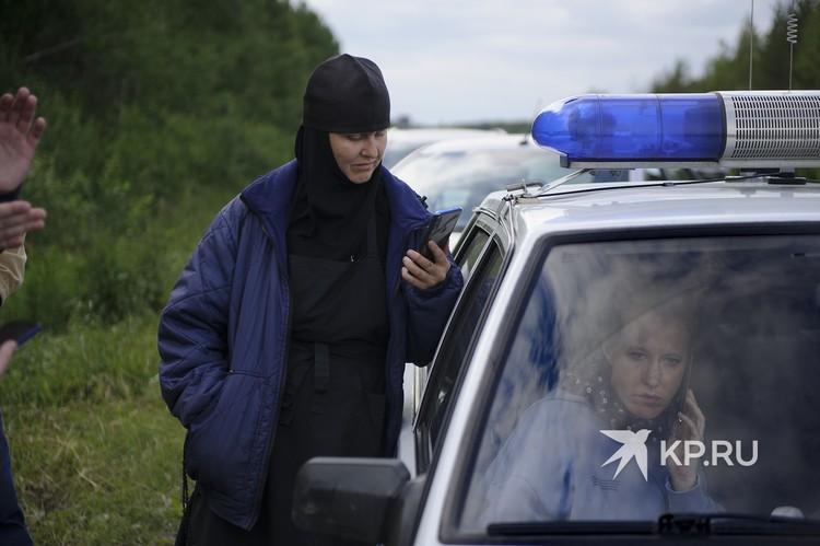 Монашка снимала на телефон Ксению Собчак, пока та писала заявление.