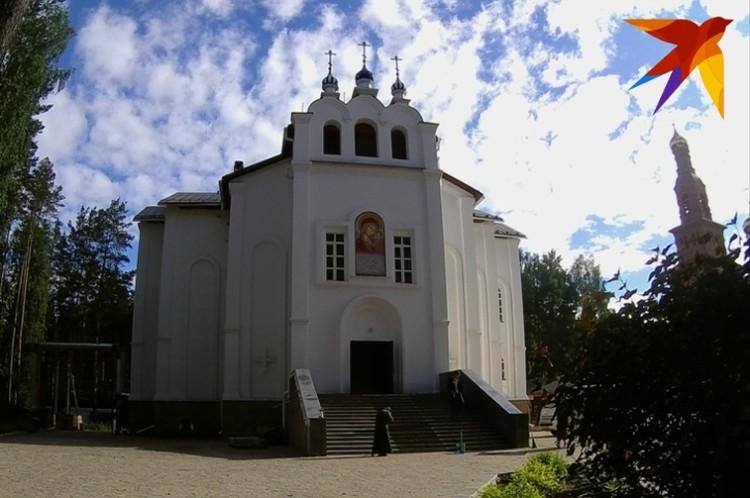 Среднеуральский женский монастырь в честь иконы Пресвятой Богородицы «Спорительница хлебов» начали строить в 2002 году.