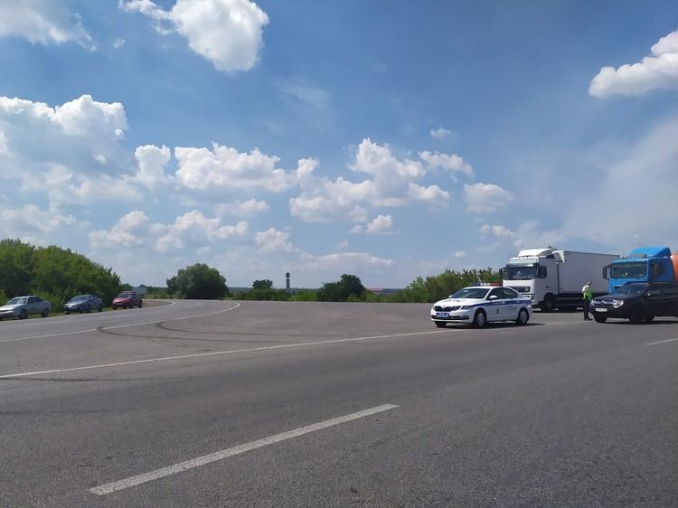 """Сейчас дороги перекрыты, но люди пробираются в поселок """"козьими тропами"""". Фото: предоставлено """"Комсомолке"""""""