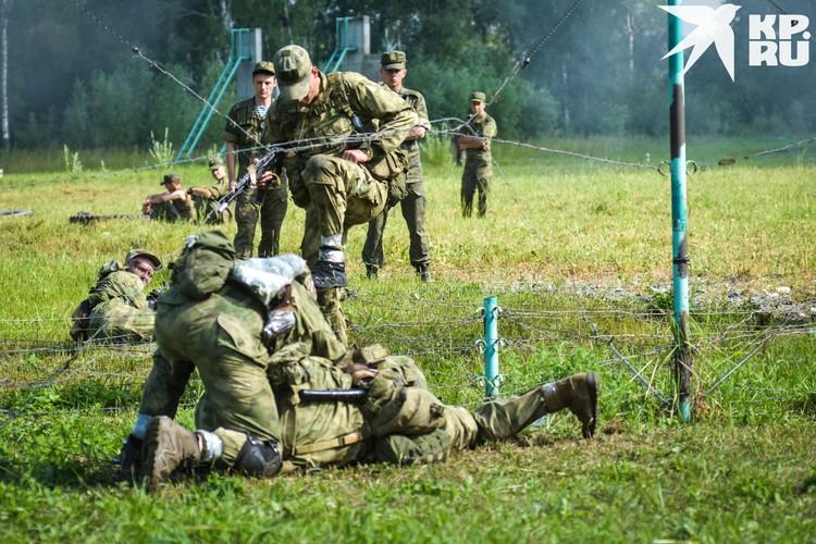 Во время прохождения дистанции группа обеспечивала прикрытие друг друга.