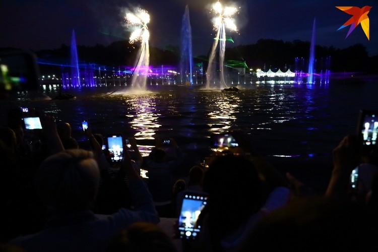 Открытие светомузыкального фонтана в Минске.