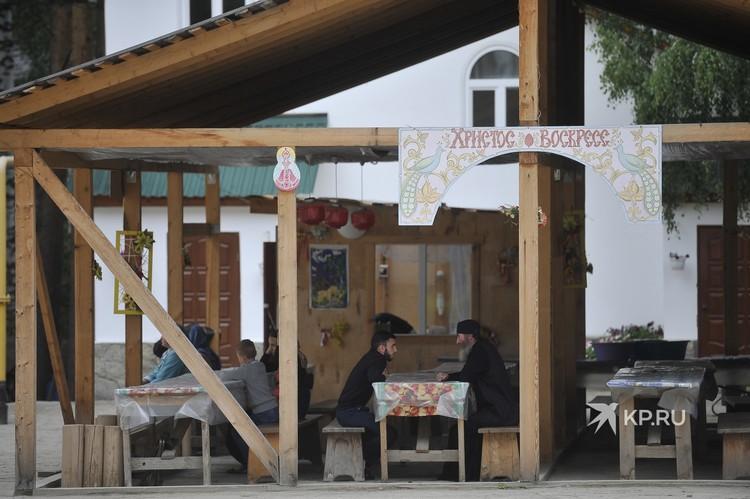 Еще три дня назад в Среднеуральский женский монастырь никого не пускали.