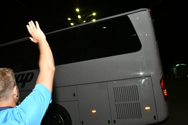 Автобус команды встречают в аэропорту Краснодара