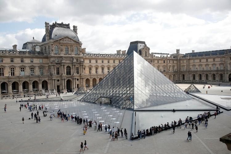 В Париже наконец-то открыл свои двери после длительного перерыва Лувр.
