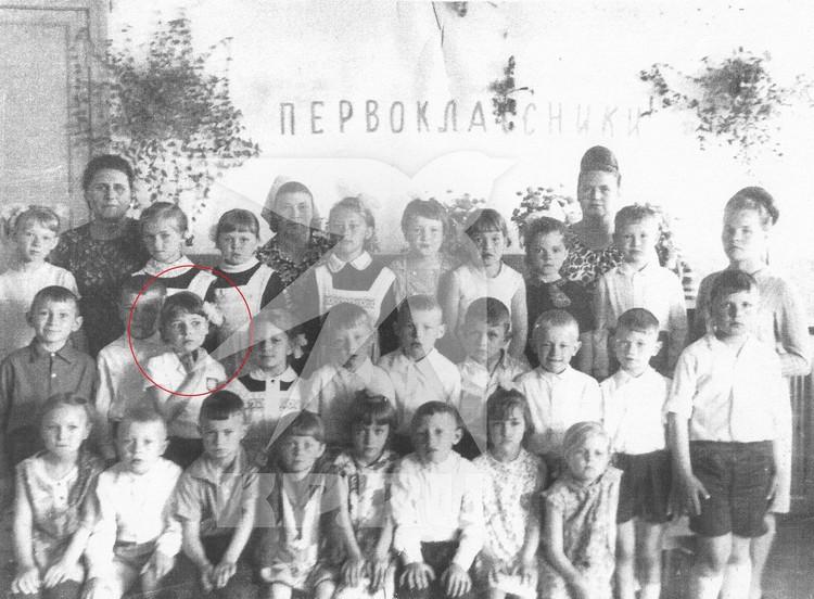 Выпускники детского сада №1 поселка Колывань: второй ряд третья слева - Жанна Агузарова, май 1969г. Фото: предоставлено Колыванским краеведческим музеем.