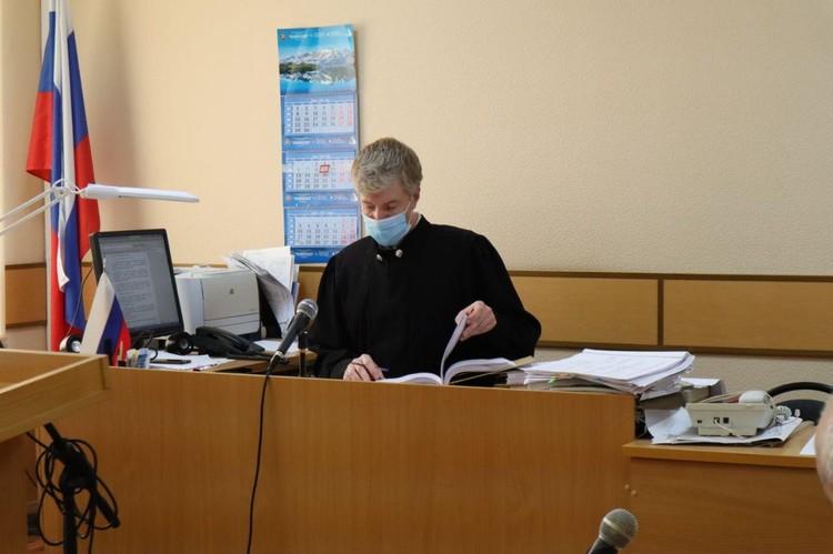 Судья просил всех участников процесса сдерживать свои эмоции