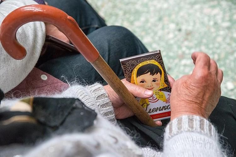 Во время угрозы эпидемии коронавируса пожилые люди оставались на самоизоляции. ФОТО: Александр Шурлаков