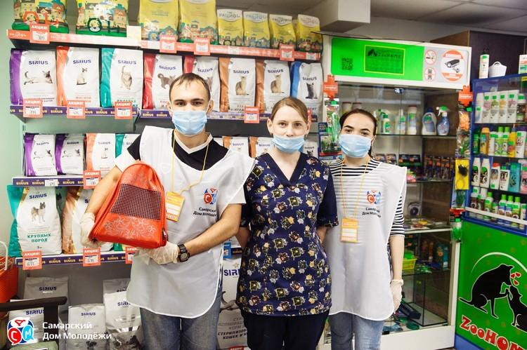 Волонтеры заверили женщину - при необходимости они готовы снова прийти ей на помощь. Фото: СДМ