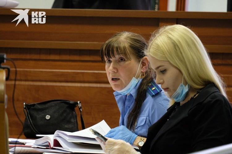 Адвокат Александра Бакшеева напомнила о заявлении, которая писала против Соколова его прошлая возлюбленная. Девушка заявляла об избиениях