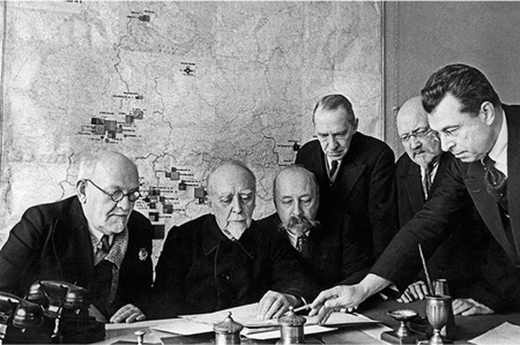 Участники комиссии по разработке плана ГОЭЛРО (слева направо): К.Круг, Г.Кржижановский, Б.Угримов, Р.Ферман, Н.Вашков, М.Смирнов