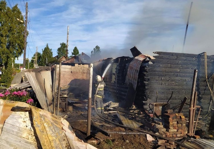 Сейчас погорельцам требуется помощь. Фото: ГУ МЧС России по Новосибирской области