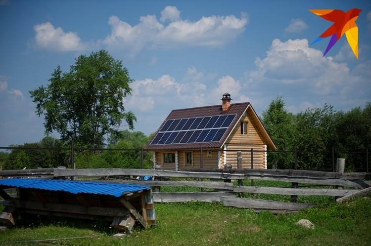 Обратите внимание, на крыше - солнечные батареи.